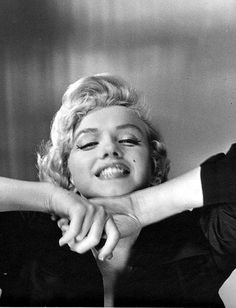 Marilyn Monroe cheesing lol