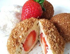 Erdbeer-Topfenknödel Ricotta, Sweet And Salty, Bagel, Bread, Food, Mascarpone, Potato Dumplings Recipe, Vegetarian Desserts, Rolled Oats