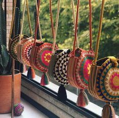 Boho style bags, bohemian style bag Source by mookyboutique boho Crochet Handbags, Crochet Purses, Crochet Bags, Diy Crochet, Tapestry Bag, Tapestry Crochet, Look Hippie Chic, Bohemian Style, Mochila Crochet