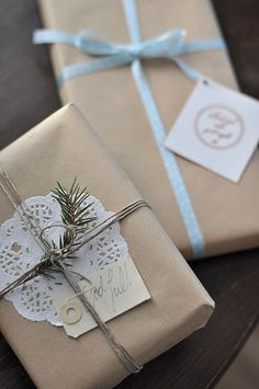 A simple and elegant gift wrap idea