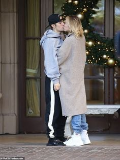 Justin Bieber and wife Hailey Baldwin show off their dance moves?before sharing a passionate kiss in Beverly Hills (Photos) Justin Bieber Paparazzi, I Love Justin Bieber, Justin Hailey, Hailey Baldwin, Fall Fashion Outfits, Autumn Fashion, Trendy Outfits, Girly Outfits, Sexy Couple