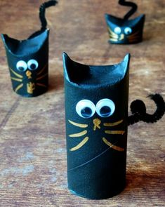 Toilet Paper Roll Crafts - Get creative! These toilet paper roll crafts are a great way to reuse these often forgotten paper products. You can use toilet paper rolls for anything! creative DIY toilet paper roll crafts are fun and easy to make. Diy Halloween, Halloween Crafts For Kids, Halloween Activities, Halloween Costumes, Toddler Crafts, Preschool Crafts, Kids Crafts, Arts And Crafts, Easy Crafts