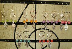 Boucles d oreilles-goutte-coeur-gravure-perles-pendantes-métal argenté-fleur