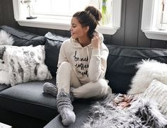 There Is Nothing Better Than Cozy, Cotton Loungewear. Warm Winter Styles Youve Got To Try Lazy Day Outfits, Mode Outfits, Lounge Outfit, Lounge Wear, Cosy Outfit, Loungewear Outfits, Winter Stil, Cozy Winter, Kendall Jenner Outfits