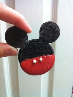 Mickey Oreos!! How cute is this?!