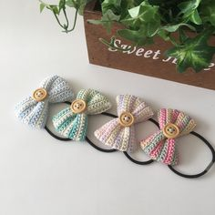 Crochet Hair Clips, Crochet Bows, Crochet Buttons, Crochet Baby Booties, Crochet Gifts, Cute Crochet, Crochet For Kids, Crochet Yarn, Crochet Flowers