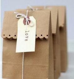 Envolver regalos con papel kraft 1 http://blog-telaylana.blogspot.com.es/2013/12/envolver-regalos-con-papel-kraft.html