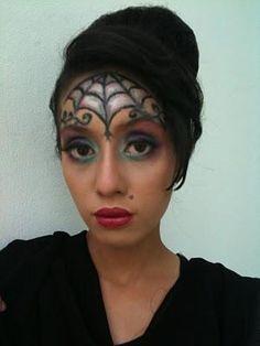 DIY Halloween Makeup : Spider Web