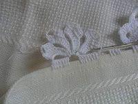 Facebook Twitter Pinterest LinkedIn Google + Bordo fiorito all'uncinetto molto semplice e delicato,utile per realizzare bordure per tovaglie,asciugamani e lenzuola. Per realizzare questo bordo fiorito all'uncinetto occorre: del filato di cotone e un uncinetto,e si lavora direttamente sul tessuto. 1° giro,sul tessuto fare ,5 maglie alte, saltare 1 cm di tela , 5 catenelle,ripetere per … Crochet Borders, Crochet Stitches, Crochet Patterns, Irish Crochet, Crochet Lace, Crochet Magazine, Crochet Instructions, Sewing Art, Crochet Books