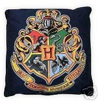 Harry Potter: Hogwarts Crest Throw Pillow: Amazon.com: Home & Kitchen