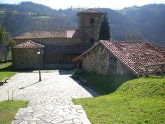 Santuário dos Mártires São Cosme e São Damião, na aldeia de Cenera, município de Mieres, província de Astúrias, Espanha. 4160681