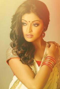 bollywoodandpeople:  Tanushree Datta in beautiful saree.