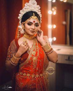 Bengali Bridal Makeup, Bengali Wedding, Bengali Bride, Indian Bridal Photos, Indian Bridal Fashion, Indian Wedding Photography Poses, Bride Photography, Bengali Jewellery, Gold Jewellery