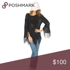 Loose Knit Fringe Sweater Top Comfortable and stylish.  ❌ Sorry, no trades. Sweaters Crew & Scoop Necks