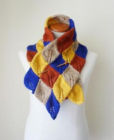 Leaves scarf and neck warmer knitted by Craftsy member Soles