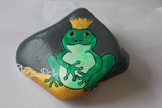 #frogprince #paintedrocks #pebbles #stoneart #instagood #nofilter #pebbleart #froschkönig #piedraspintadas #beautiful_stones #artrock #artoninstagram #rockdrawing #rockpainting #paintedpebbles #sassidipinti  now on etsy