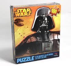 Casse-tête puzzle Star wars, 100 pièces, 3+ ans. 4.99$  Disponible en boutique ou sur notre catalogue en ligne. Livraison rapide au Québec.  Achetez-le info@laboiteasurprisesdenicolas.ca