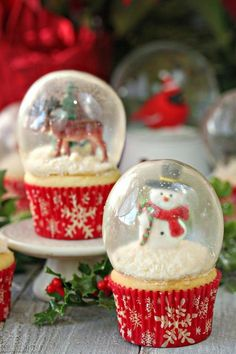 """Snow globe cupcakes with gelatin bubbles - yes, the """"glass' is actually made of gelatin!"""