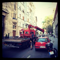 Someone's getting crane-towed in Pest.