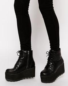 YRU Hercules Black Flatform Ankle Boots