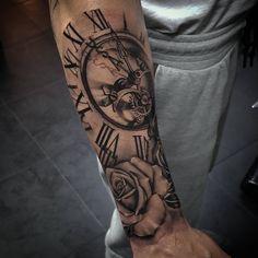 poly_tattooMerci charles!!⌚ Tatouage réalisé durant ma semaine de guest chez les copains @kalie art tattoo où je serais 1 semaine par mois désormais ! Merci a toute l'équipe Kaiser, Ulrich, Jb et Kalie de m'avoir si bien accueilli et d'avoir été au top! ❤