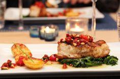 Pannestekt breiflabb med tomatolje, sautert spinat og ovnsbakt Gulløye