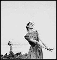 Theo Graham, photo by Richard Avedon, Bahamas, Harper's Bazaar, March 1946