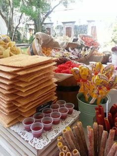 Mexican snack table, makes my mouth water Mexican Birthday Parties, Mexican Fiesta Party, Fiesta Theme Party, Festa Party, Mexican Snacks, Mexican Candy Table, Mexican Party Decorations, Oui Oui, Cookies Et Biscuits