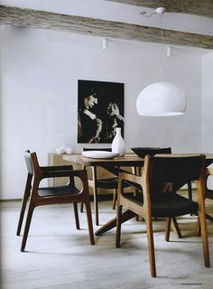 Elle Decor editorial of a modern dining room, featuring Starfish table and Deer chairs designed by for and FL/Y ceiling pendant by Ferruccio Laviani for Dining Room Inspiration, Interior Inspiration, Design Inspiration, Elle Decor, Home Deco, Modern Furniture, Furniture Design, Sweet Home, Mid Century Dining