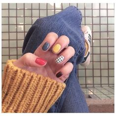 Primary color pattern play on this nail art