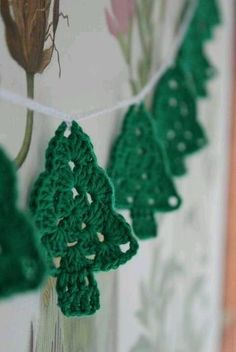 2015 Christmas Hanging Christmas Tree Crochet Garland Free Pattern - Wall Decor, Christmas Decor - 2015 Christmas Crochet Garland Free Pattern You Can Chose by maxcupcakes Knitted Christmas Decorations, Christmas Crochet Patterns, Crochet Christmas Ornaments, Holiday Crochet, Christmas Knitting, Christmas Garlands, Xmas Trees, Christmas Christmas, Christmas Tree Pattern