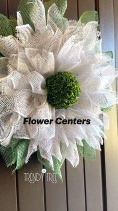 Burlap Crafts, Wreath Crafts, Diy Wreath, Wreath Making, Wreath Ideas, Burlap Flower Wreaths, Deco Mesh Wreaths, Sunflower Wreaths, Mesh Wreath Tutorial