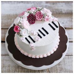 Piano flower cake
