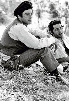 """Al Pacino e Angelo Infanti sul set di """"Il Padrino"""" (The Godfather), 1972."""