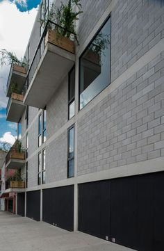 Completed in 2012 in Mexico City, Mexico. Images by Luis Gordoa . The commission was to design a building for 8 dwellings on the corner of Alfonso Reyes Avenue and Saltillo Street, in Colonia Condesa. Concrete Architecture, Architecture Awards, Modern Architecture House, Architecture Details, Interior Architecture, Interior And Exterior, Concrete Houses, Concrete Blocks, Earthship Home