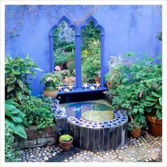 Cheap And Lovely Wall Mirrors Ideas Dor Outdoor Garden Small Courtyard Gardens, Small Backyard Gardens, Backyard Landscaping, Outdoor Gardens, Landscaping Ideas, Backyard Ideas, Spanish Garden, Mediterranean Garden, Outdoor Walls