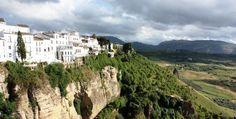 Je čas navštíviť srdce Španielska, Andalúziu, krajinu bielych domčekov, zasnežených hôr, nekonečných olivových pláni či úzkych arabských uličiek plných kaviarní a barov zo všade prítomným zvukom gitary.