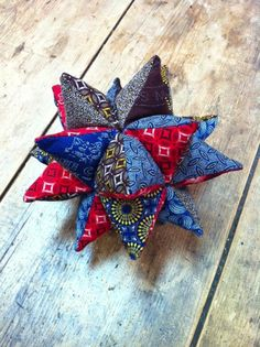 African Fabric, Pin Cushions, Christmas Ornaments, Christmas Ideas, Printing On Fabric, Sewing Projects, Scrap, Crafty, Cool Stuff