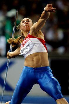 Músculos desnudos de la chica rusa
