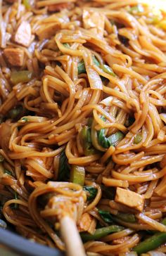 No need to reach for a takeout menu! This version of pad kee mao, or spicy thai noodles, takes less than 30 minutes to make and is just as delicious as what the local Thai restaurant serves.