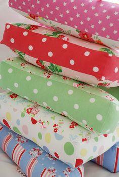 Modelos de almofadas letras coloridas de Tecido