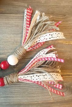 Red/White Check - Valentine's Day Valentines Bricolage, Valentine Crafts, Holiday Crafts, Valentine Stuff, Wood Bead Garland, Beaded Garland, Garlands, Rag Garland, Fabric Garland