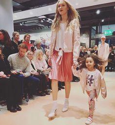 Tapiolan Ainoan Stockmann avasi täysin uudella ilmeellä. Avajaisten muotinäytöksissä nähtiin hempeää roosaa yhdistettynä tummiin huuliin. Ja koska lapset ovat Pariisissakin hurmanneet catwalkilla nähtiin Tapiolassakin reippaita lapsimalleja. @stockmanncom  via ELLE FINLAND MAGAZINE OFFICIAL INSTAGRAM - Fashion Campaigns  Haute Couture  Advertising  Editorial Photography  Magazine Cover Designs  Supermodels  Runway Models