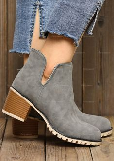 Ladies leather chelsea boots available in differnt sizes 37 to 40 inc half sizes