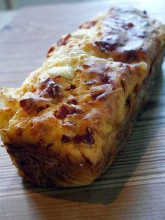 whats good to eat: Cake Chorizo Mozzarella - Espelette et Chocolat Cake Chorizo, Fingers Food, Cake Factory, Quiches, Köstliche Desserts, Easy Cake Recipes, Savoury Cake, Food Cakes, Bread Baking