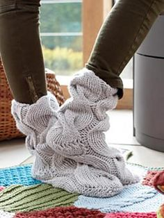 These cosy, slipper socks will keep you toes warm in the Winter months and have been designed by Erika Knight using Amy Butler's Sweet Harmony. Knitted Slippers, Slipper Socks, Knitting Socks, Free Knitting, Knitting Projects, Crochet Projects, Knitting Patterns, Crochet Patterns, Wooly Bully