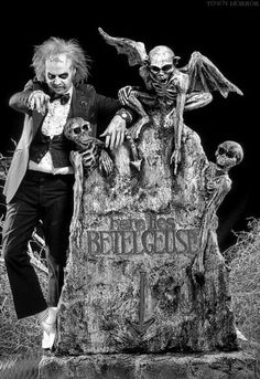 "Michael Keaton in ""Beetlejuice"" dir. by Tim Burton Tim Burton Art, Tim Burton Films, Alec Baldwin, Winona Ryder, Frankenstein, Michael Keaton Beetlejuice, Johny Depp, Film Serie, Great Movies"