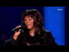 Donna Summer - Last Dance.Live at Nobel Peace Prize Concert - December 2009 (another perspective) Soul Singers, Female Singers, Donna Summer Last Dance, Nobel Peace Prize, Famous Singers, Beautiful Songs, Kinds Of Music, Latest Music, Rock Music