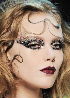 Runway look @ Christian Dior Fall/Winter 2011... Ugh beautiful, I wish I could be doing runway makeup right now