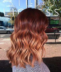 Un balayage cuivré sur des cheveux bruns